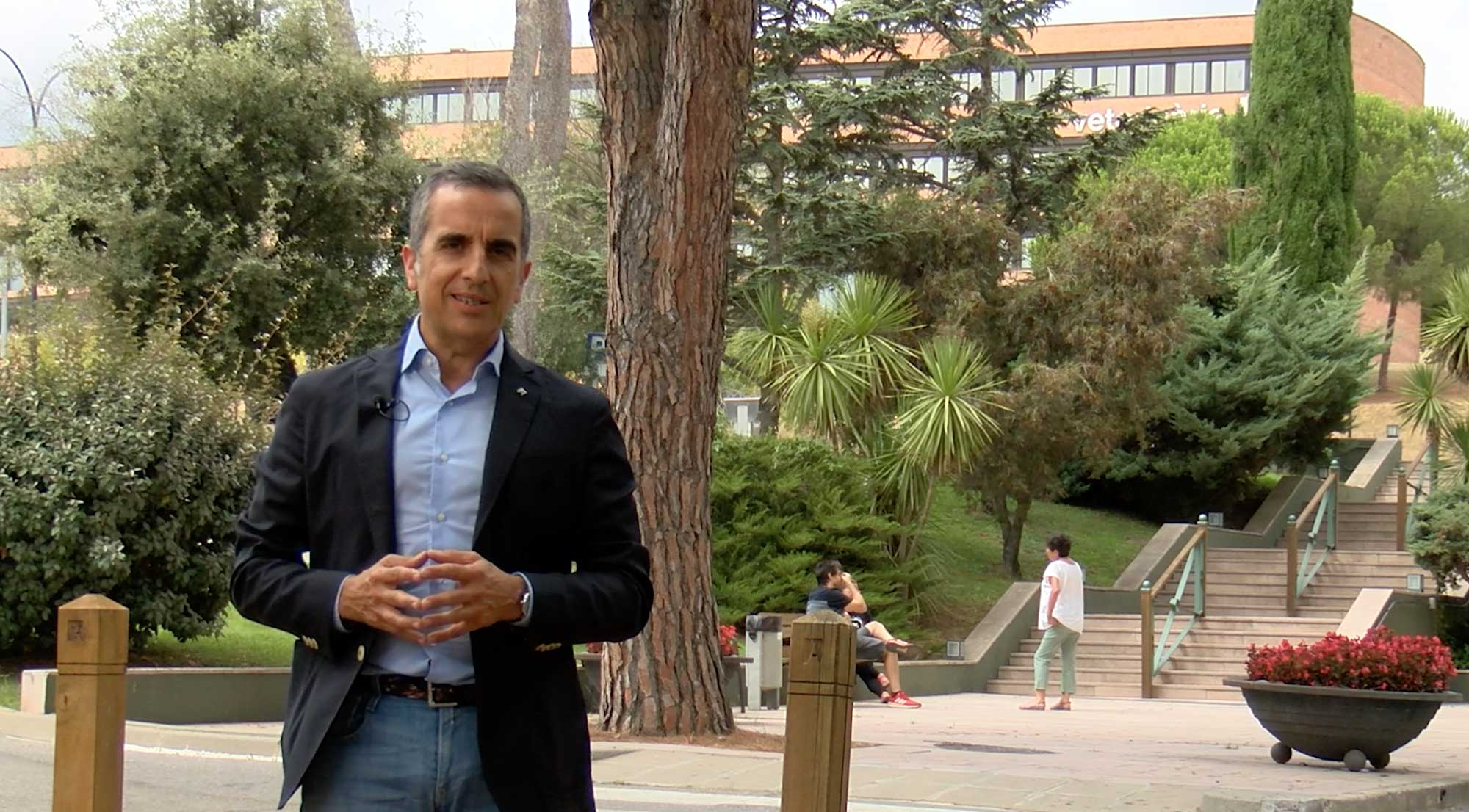 Màrius Martínez greeting with a new academic year
