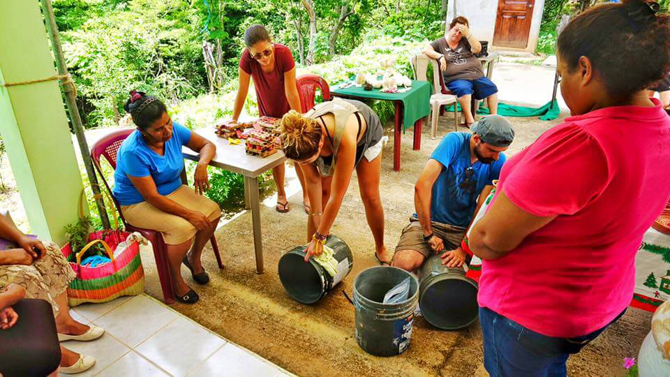 blog-explore-central-america-women-activity-entrepreneur-water-filters