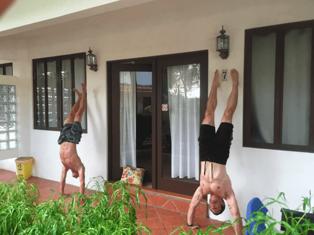 under30experiences-fitness-retreat-handstand