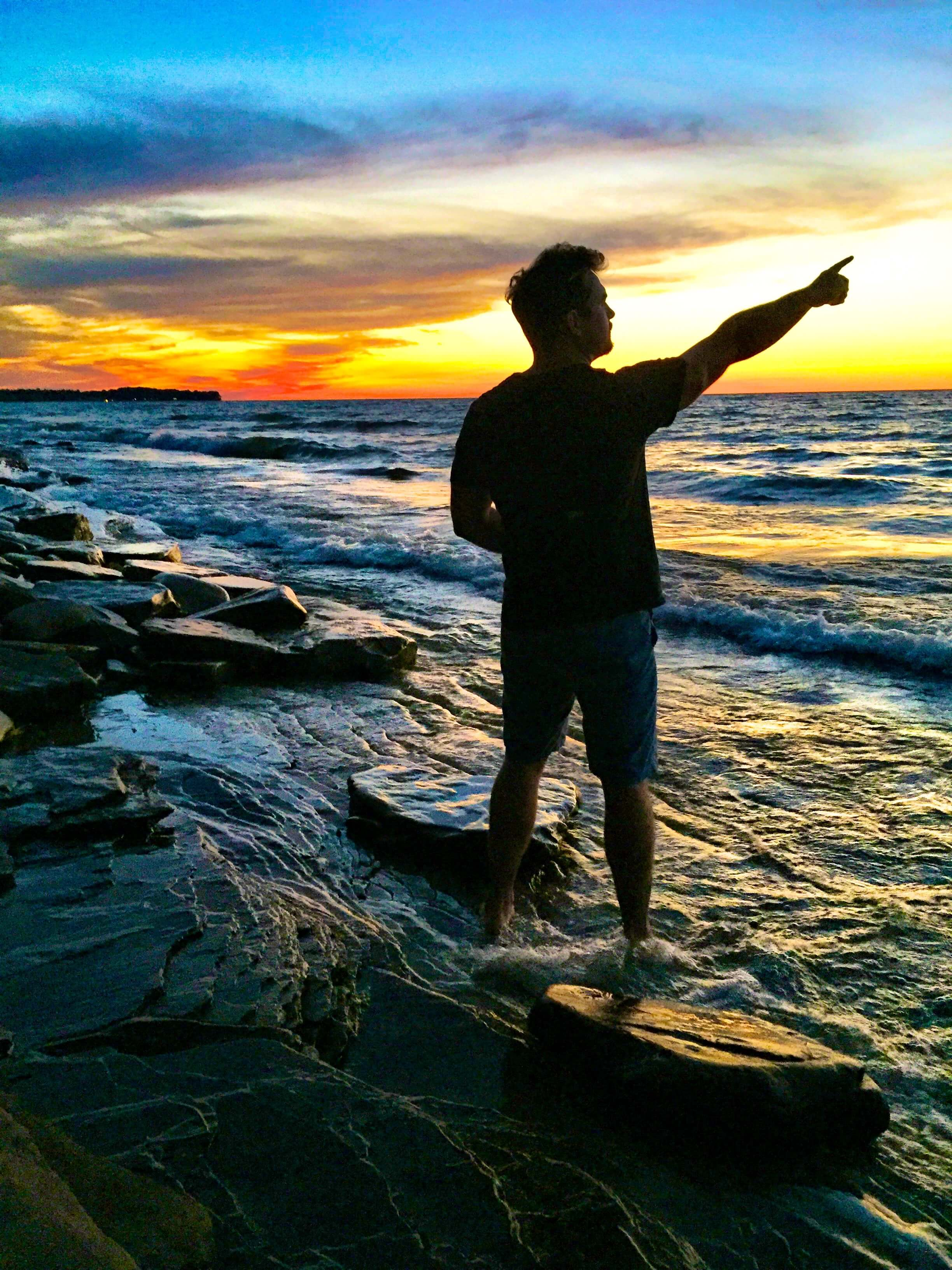 adventure-life-lessons-ocean-sunset-pointing