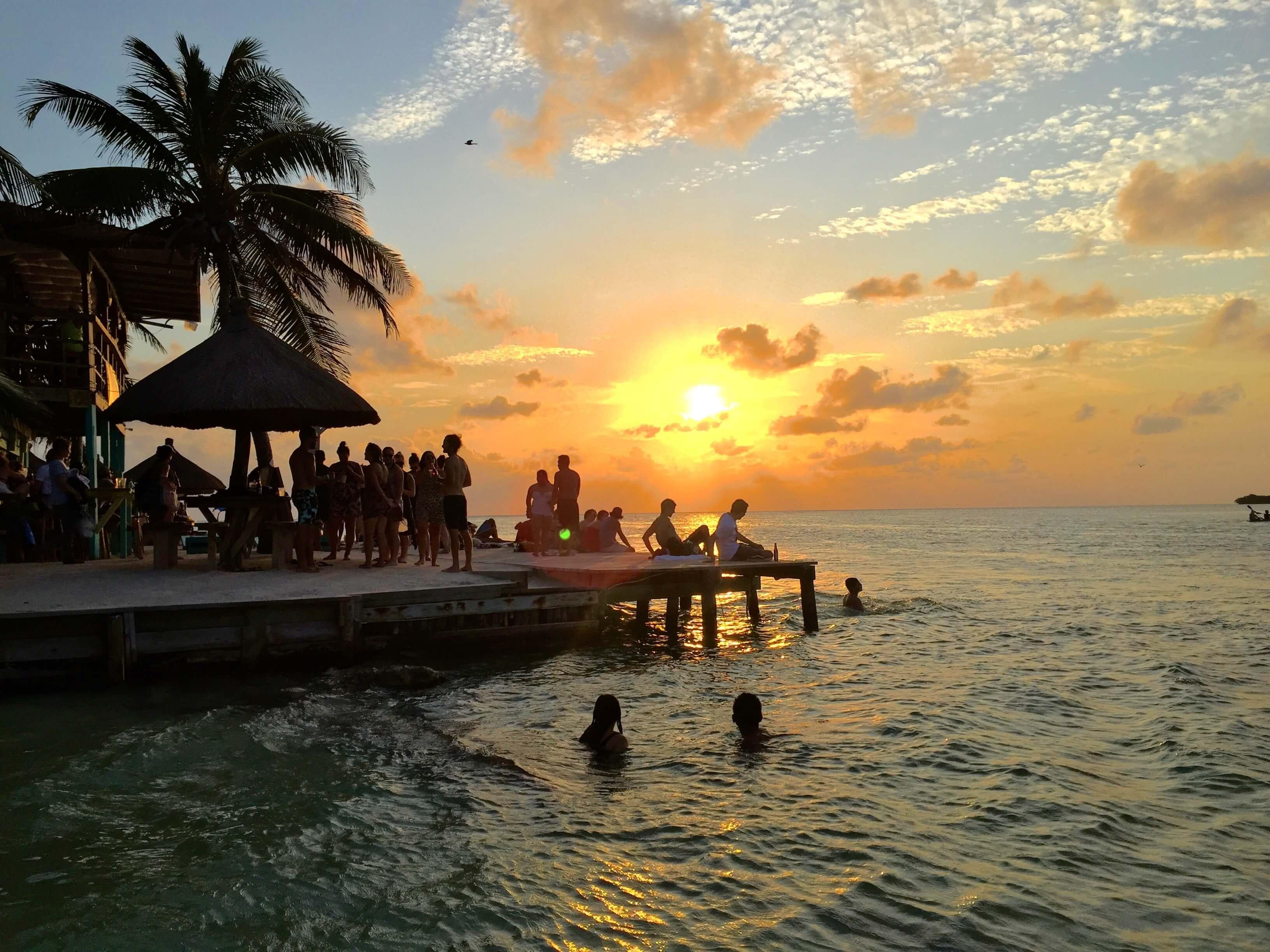 blog-you-better-belize-it-the-split-caye-caulker-sunset