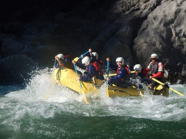 blog-Insider's-Guide-to-Visiting-cusco-Like-a-Local-rafting