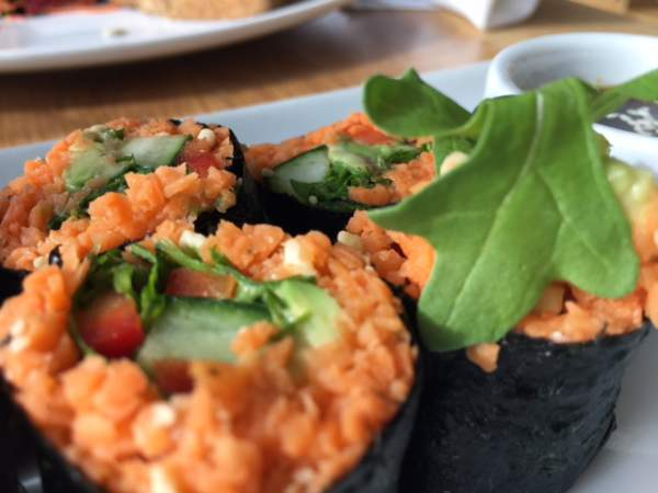 blog-The-Easiest-Wellness-Hacks-for-Traveling-vegan-sushi