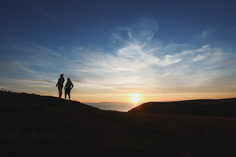 under30experiences-blog-why-millennial-travelers-are-seeking-more-authentic-experiences-repeat-whats-on-social-media-sunrise-hike