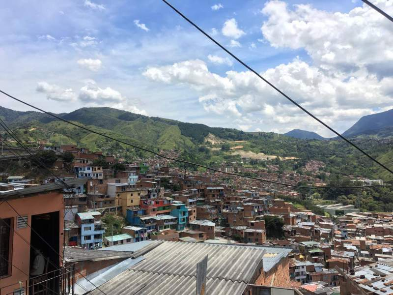 under30experiences-blog-15-dos-and-don'ts-while-traveling-in-medellin-metrocable-santo-domingo