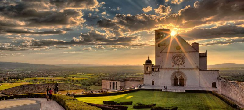 under30experiences-group-travel-blog-for-millennials-the-ultimate-packing-guide-for-italy-assisi