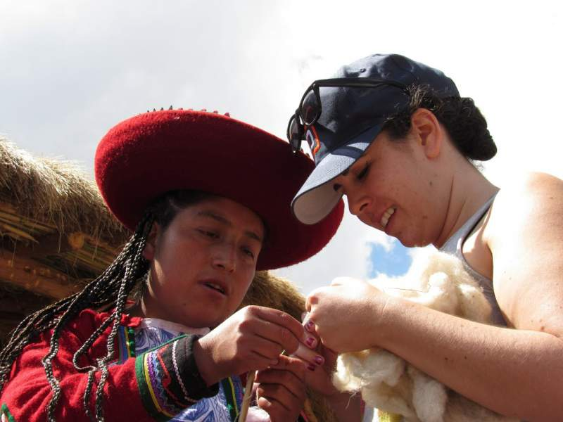 under30experiences-group-travel-blog-for-millennials-peru-hand-spinning-wool
