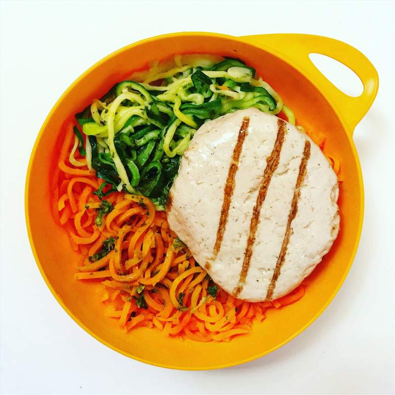 under30experiences-group-travel-blog-for-millennials-healthy-travel-food-chicken-patty-vegetable-noodles