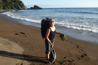 under30experiences-group-travel-blog-for-millennials-Daring-the-solo-adventure-as-a-female-beach-backpack