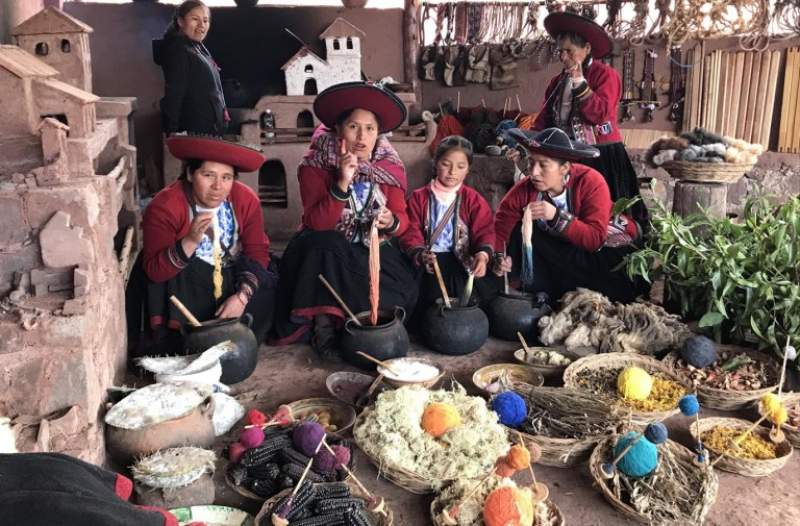 under30experiences-group-travel-blog-for-millennials-6-powerful-ways-solo-travel-will-boost-your-wellbeing-chinchero-community