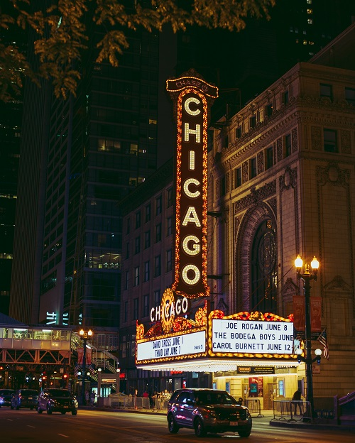 chicago-theater-marquee-at-night