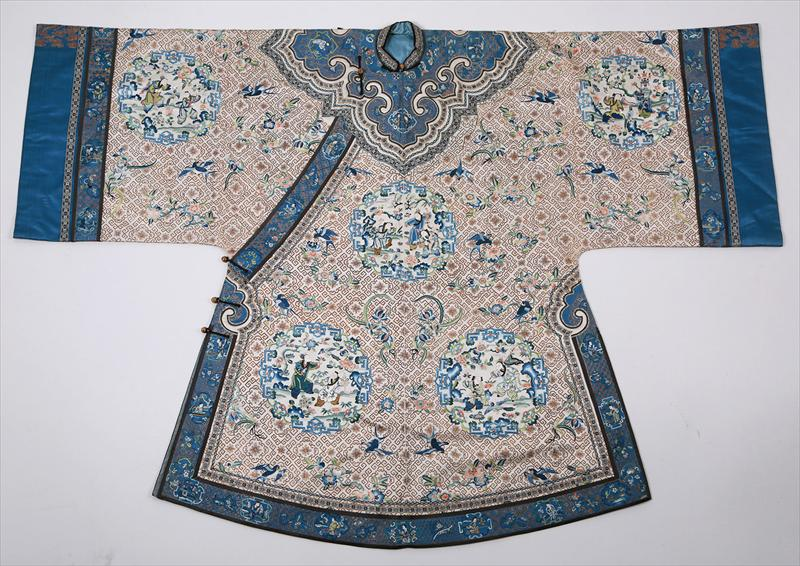 Chinese Embroidered Silk Robe early 20th Century Chinese Brown Ground Silk Embroidered Court Robe 19th/20th Century Qing, New York Auction House, Houston Auction, Dallas Auction, San Antonio, Chinese Auciton, 中国艺术拍卖, 海外捡漏,缂丝,丝绸袍