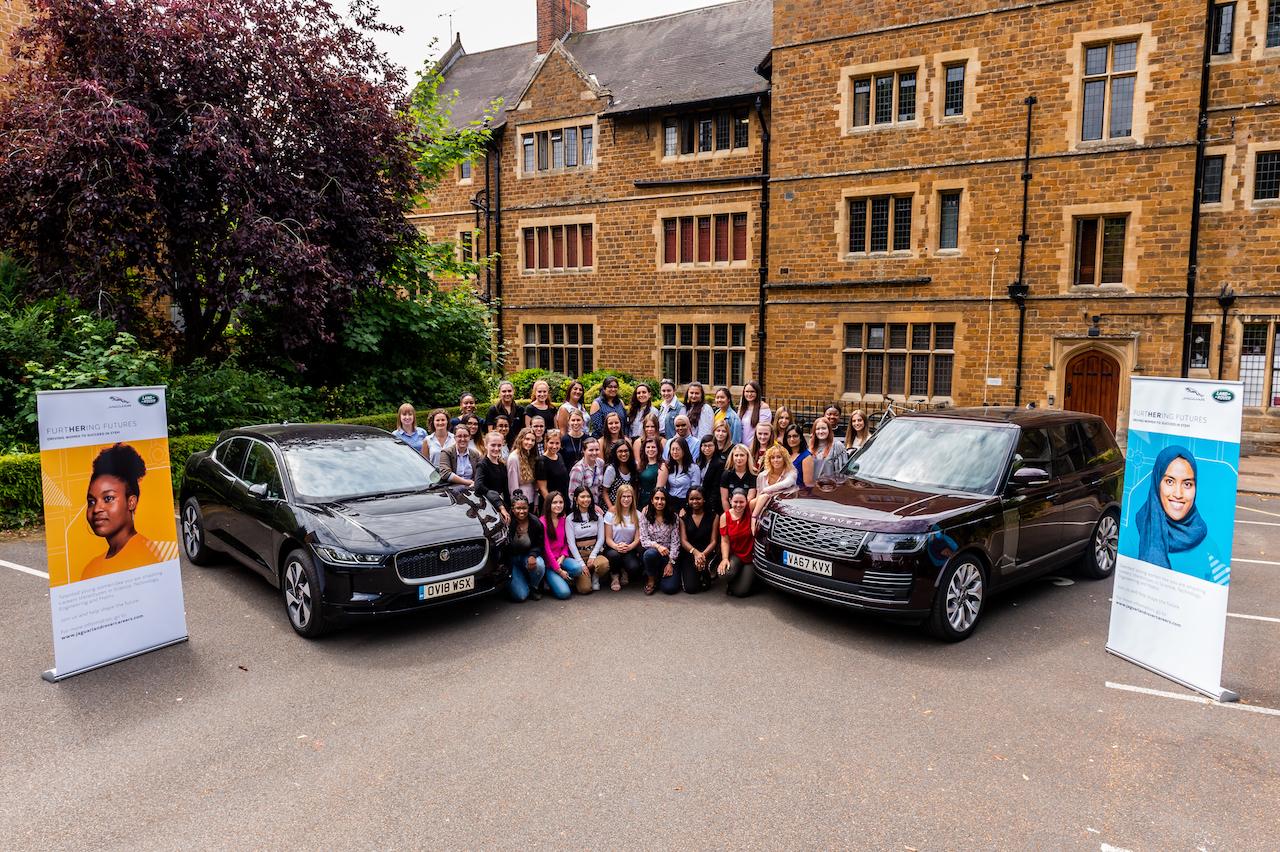 Jaguar Land Rover gegn úreltum staðalímyndum um karla- og kvennastörf