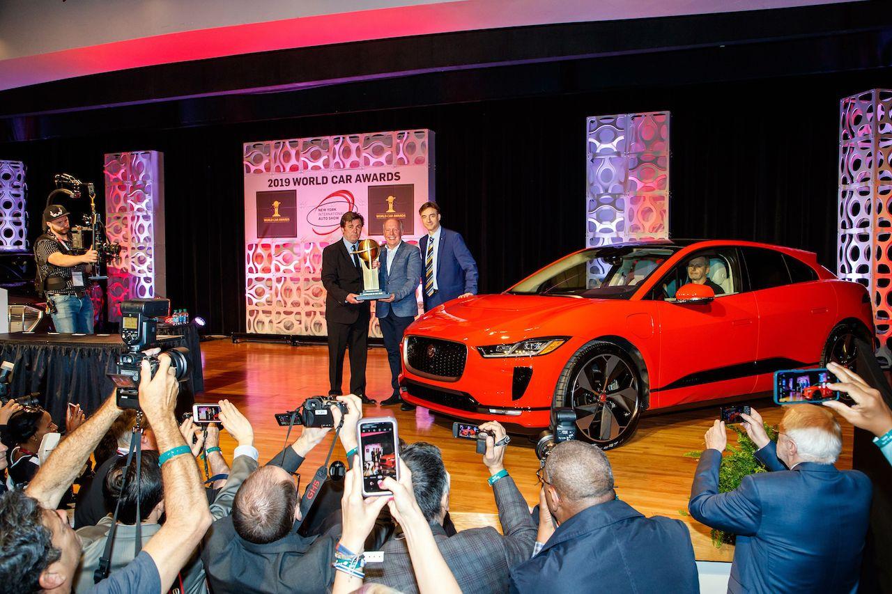 Afhendingar hafnar á Heimsbílnum 2019, rafbílnum Jaguar I-Pace