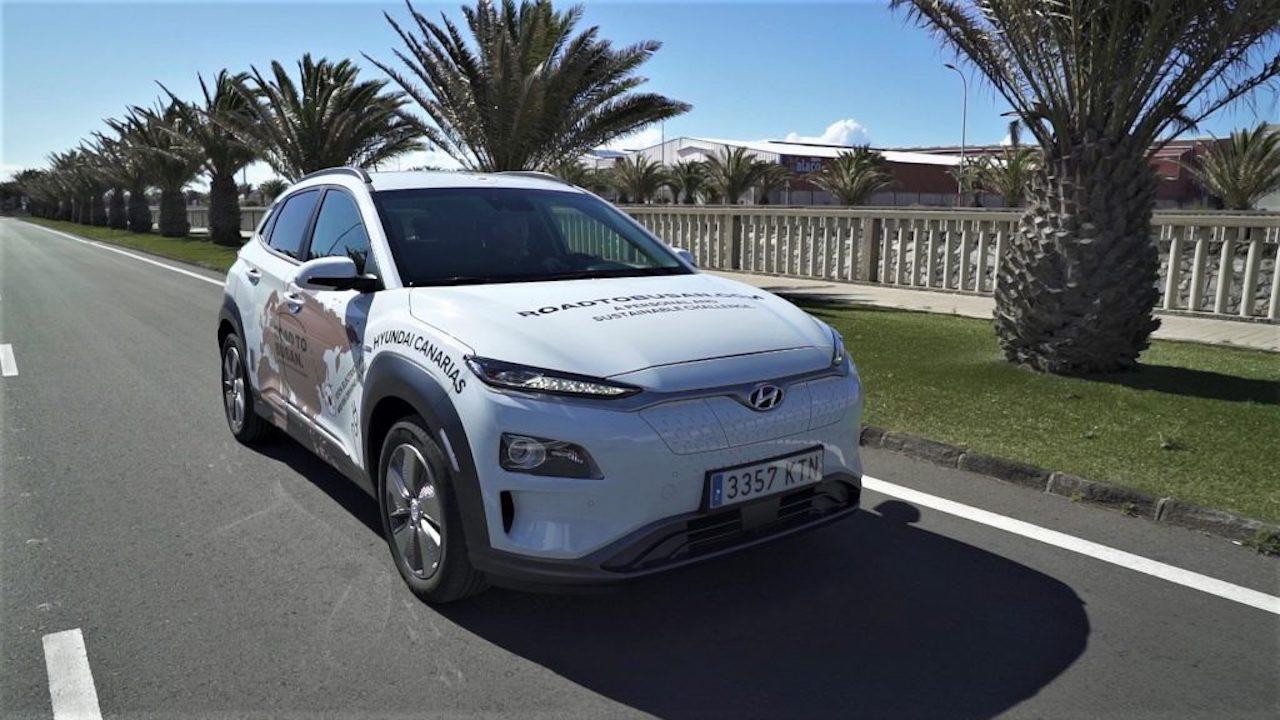 Hyggst klára hnattferð föður síns á rafbílnum Hyundai Kona