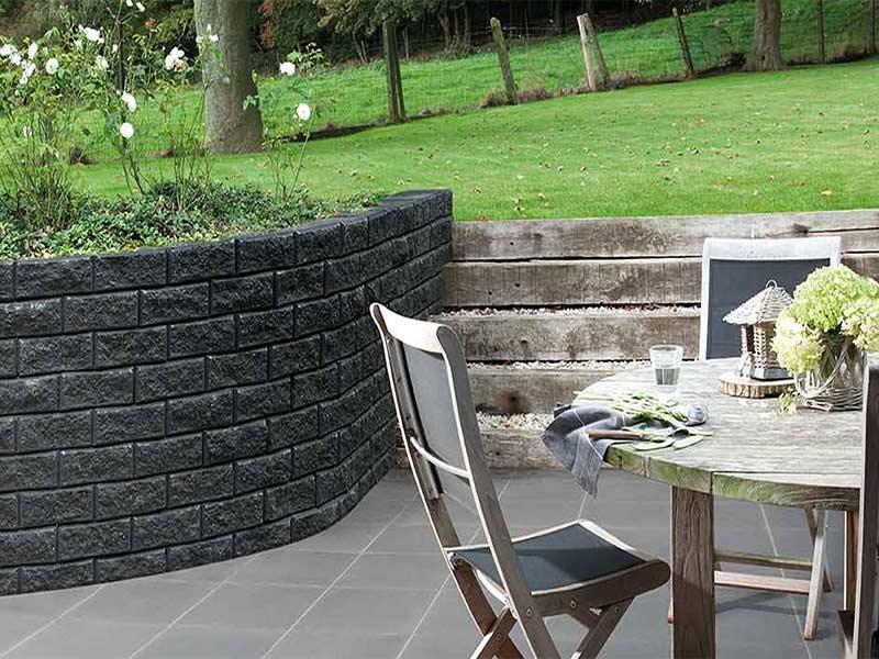 Stapelstenen in combinatie met het terras