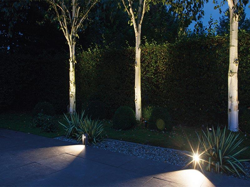 Staande lampen bij het terras