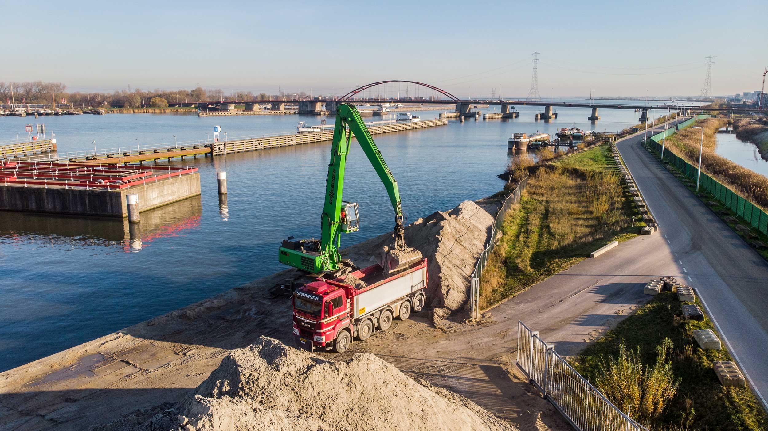 Spaansen levert zand in Amsterdam