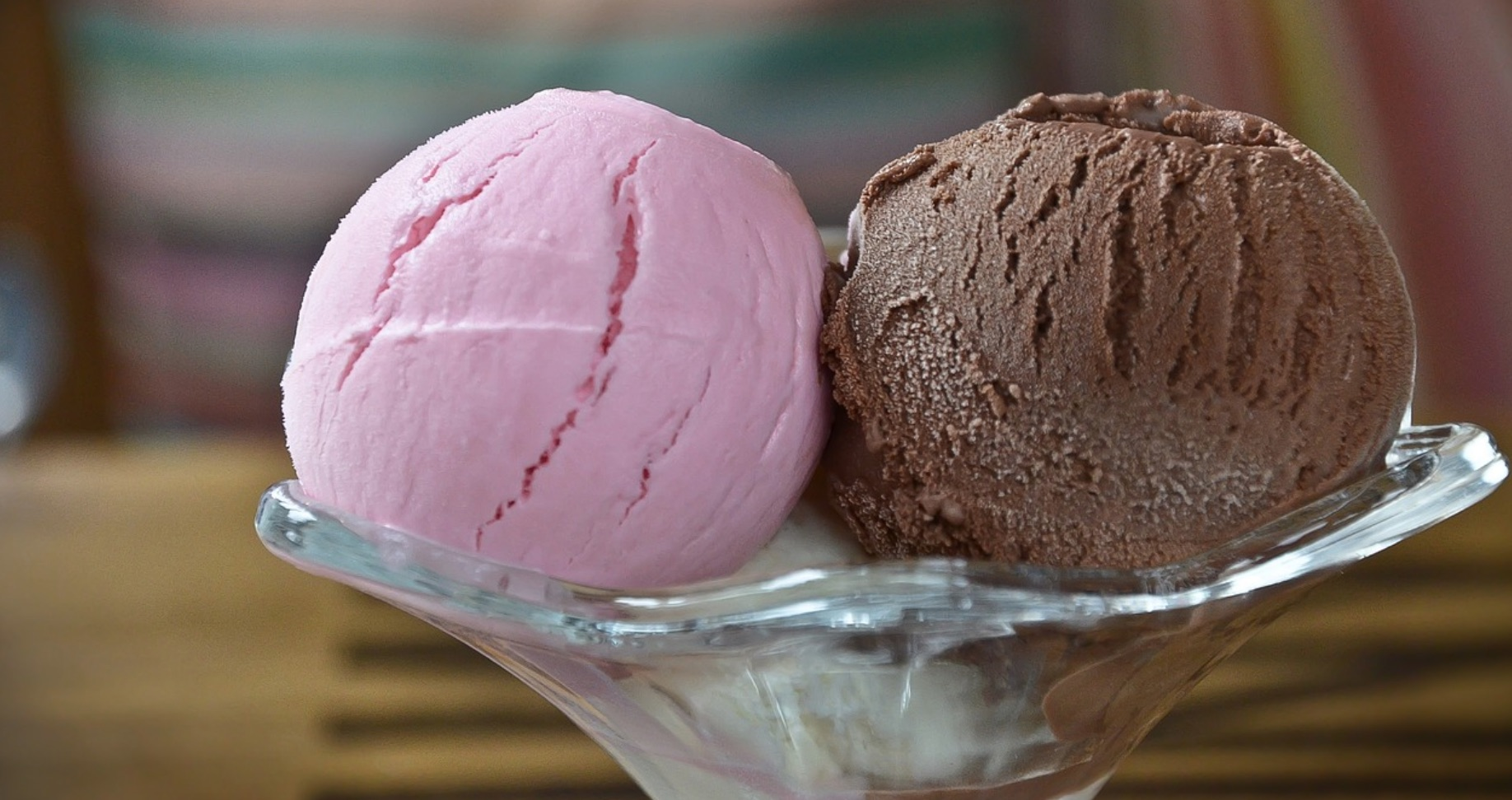 strawberry chocolate and vanilla ice cream