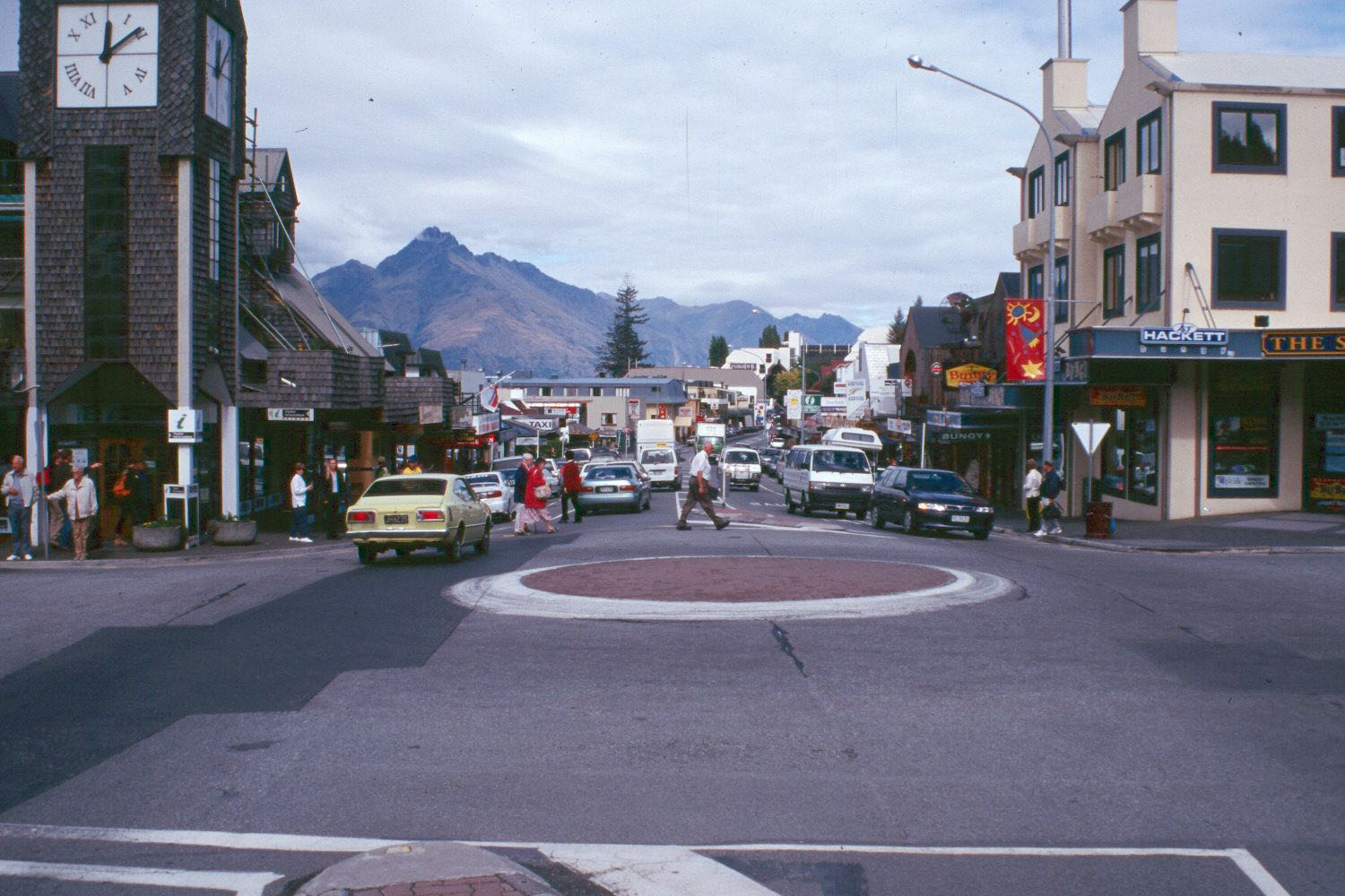 Queenstown New Zealand roundabout