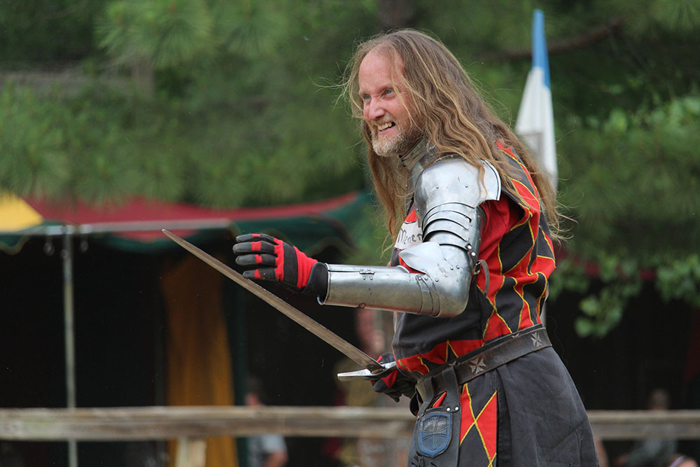 With the festival opening at 10:30 a.m., each day starts with a show at the opening gate whereupon visitors meet noblemen, peasants, knights, knaves, and others.