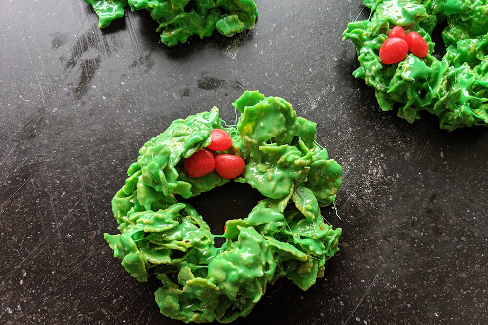 Christmas Cornflake Wreaths (Photo: Sarah Herrera)
