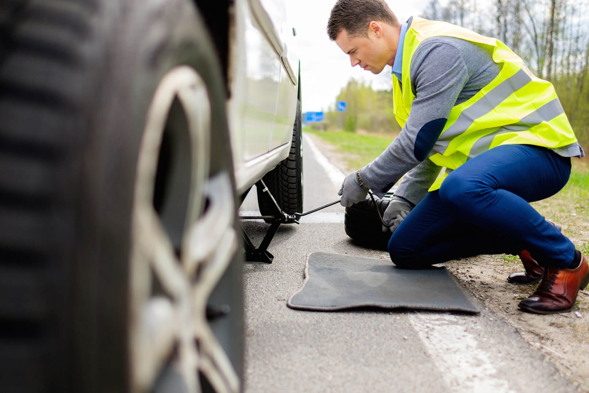 Fix A Flat Near Me Roadside Assistance Flat Tire Urgent Ly