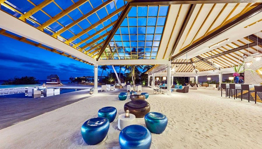 Amari Havodda resort maldive pool bar