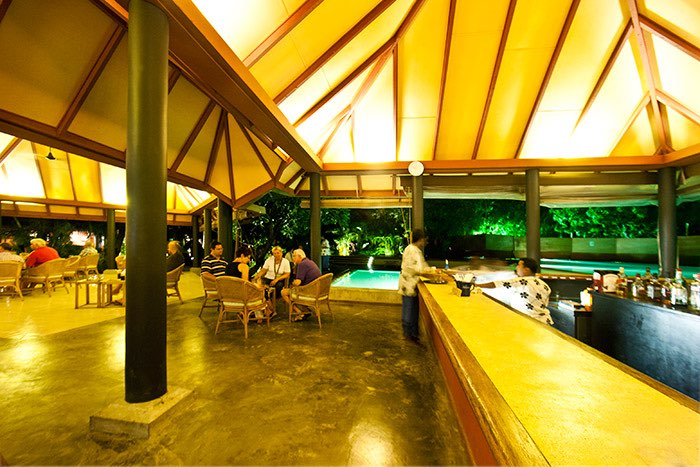 Adaaran Select Hudhuran Fushi resort maldive pool bar