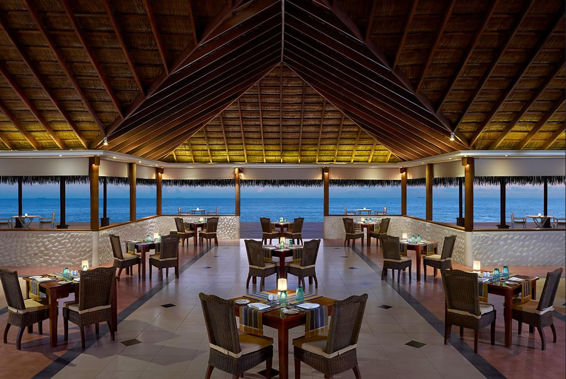 Cinnamon Dhonveli resort Maldive ristorante Rehendhi Restaurant