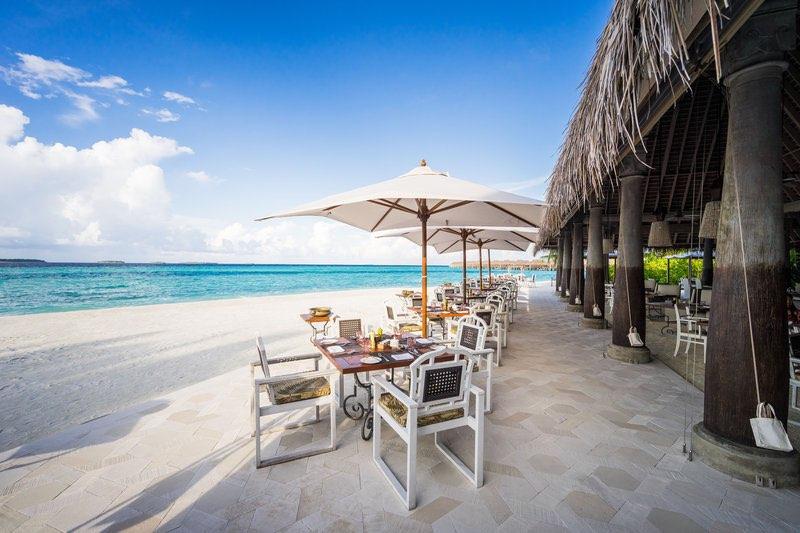Anantara Kihavah Villas resort Maldive ristorante Plates cucina internazionale