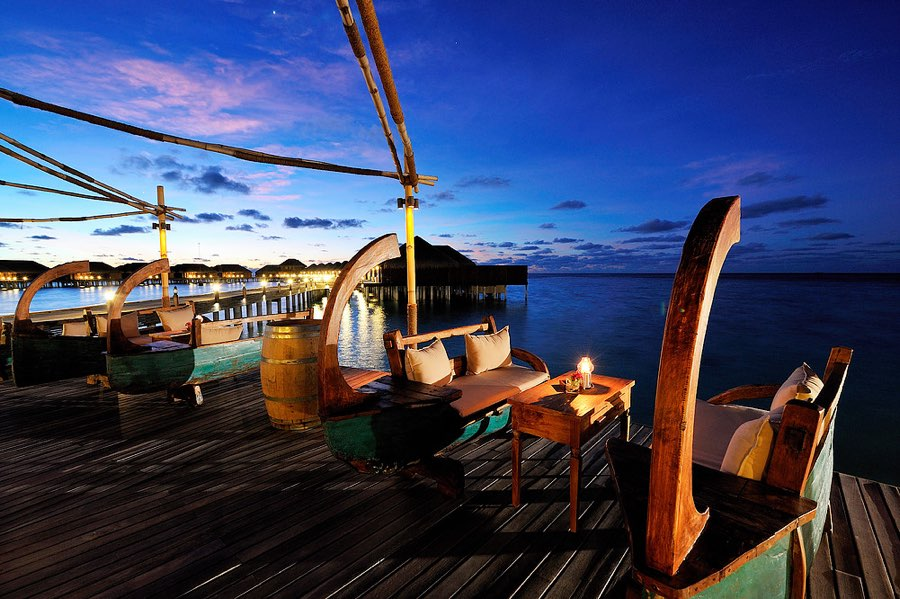 Ayada Maldives resort Maldive overwater bar
