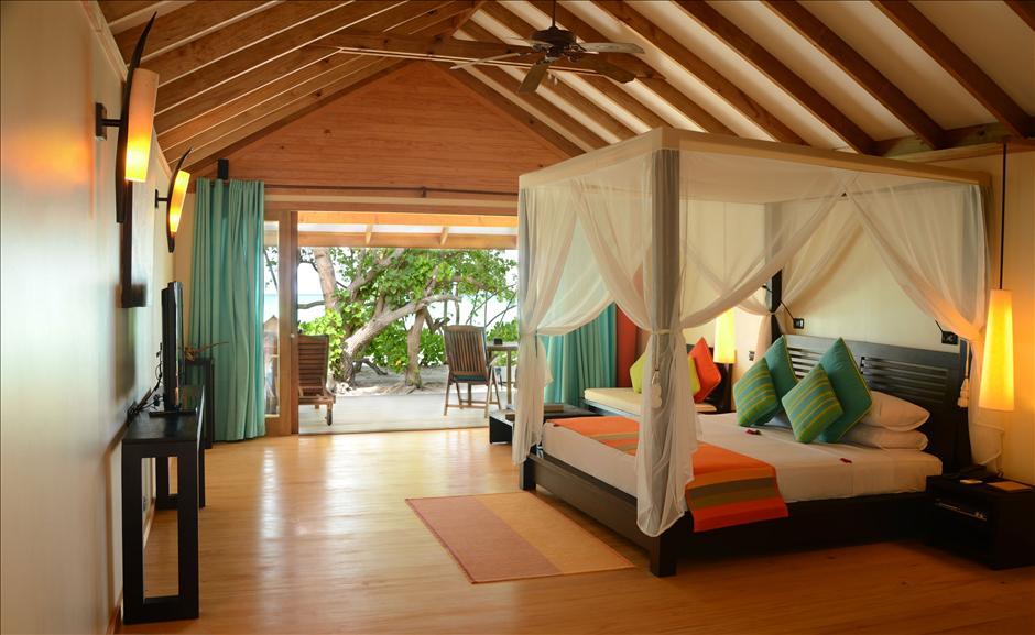 Canareef Island Resort Maldive jacuzzi villa