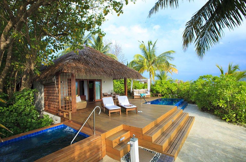 Baros resort Maldive deluxe villa