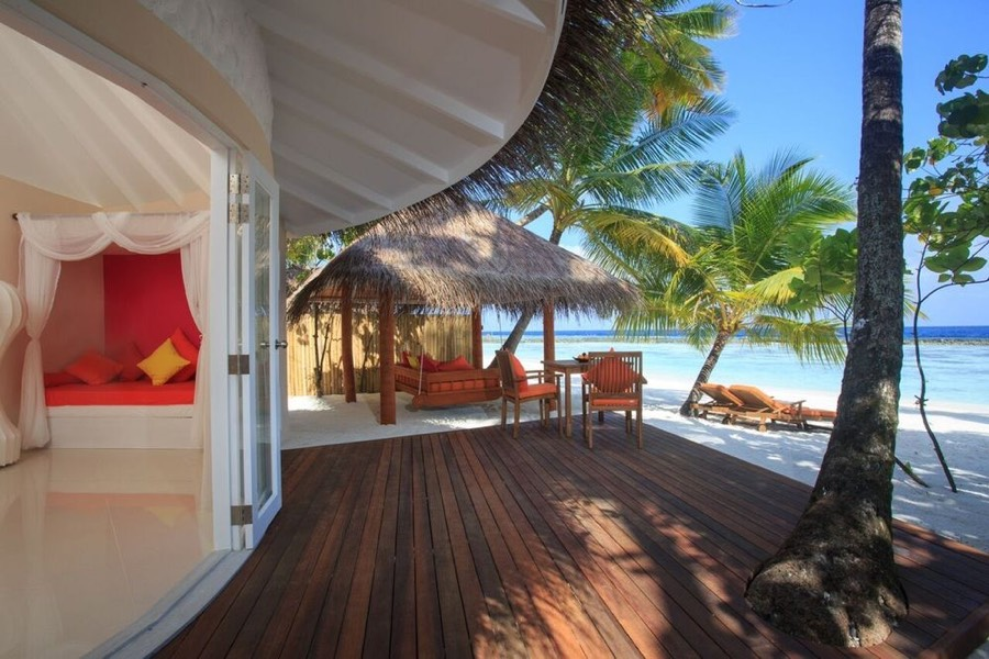 Resort Maldive Sun Aqua Vilu Reef jacuzzi deluxe beach villa