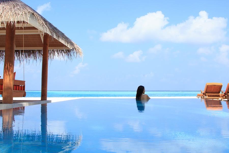 Resort Maldive Sun Aqua Vilu Reef deluxe beach villa with pool