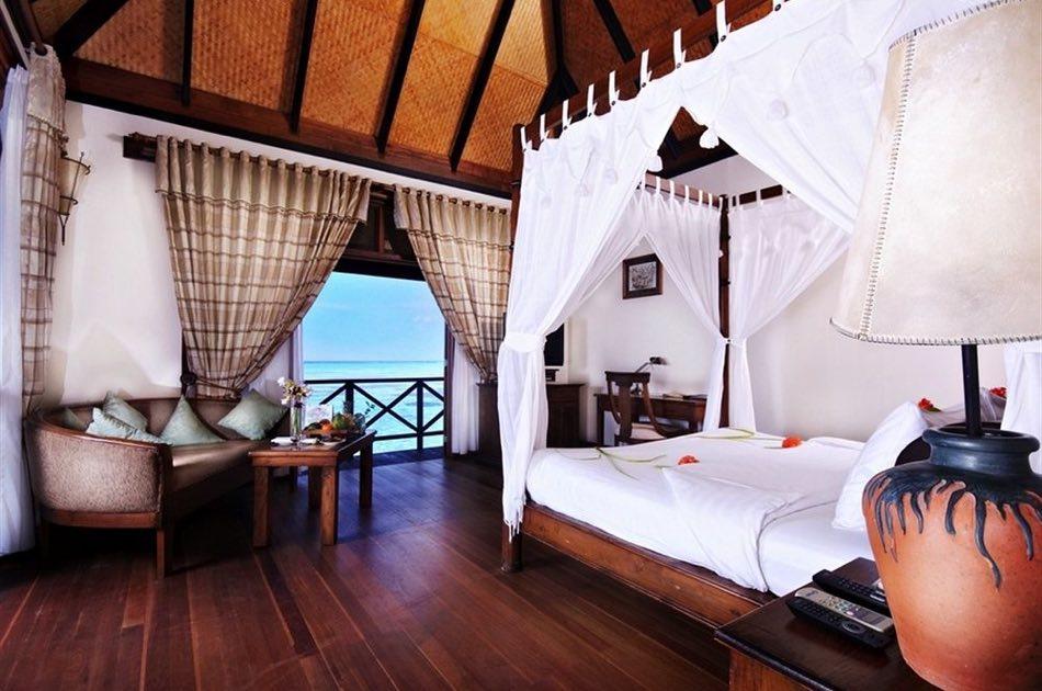 Resort Maldive Olhuveli Beach & Spa deluxe water villa
