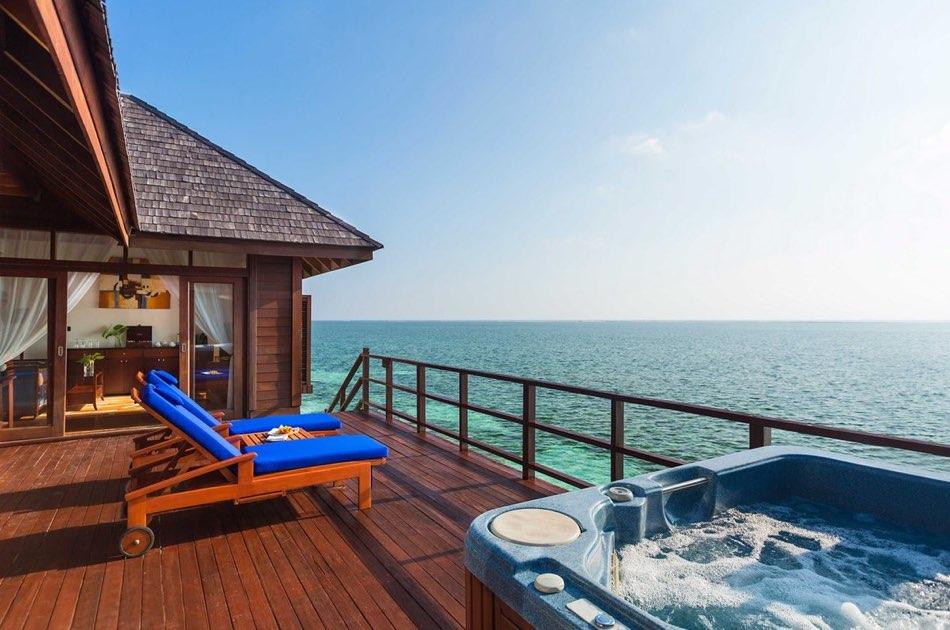 Resort Maldive Olhuveli Beach & Spa honeymoon water villa
