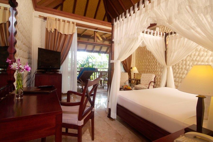 Resort Maldive Olhuveli Beach & Spa deluxe room