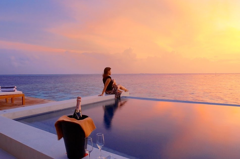 Resort Maldive Lily sunset water suite