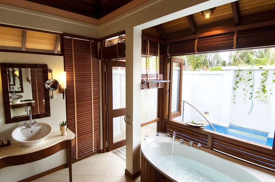 Resort Maldive Kurumba Maldives beach villa with jacuzzi