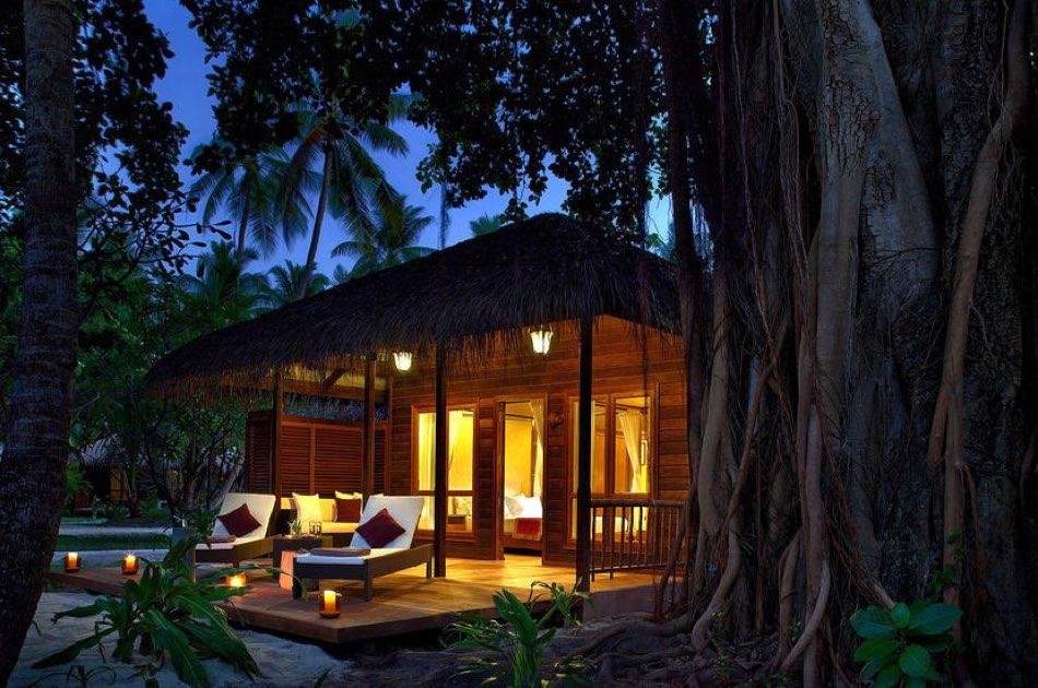 Resort Maldive Kuramathi Island resort beach villa