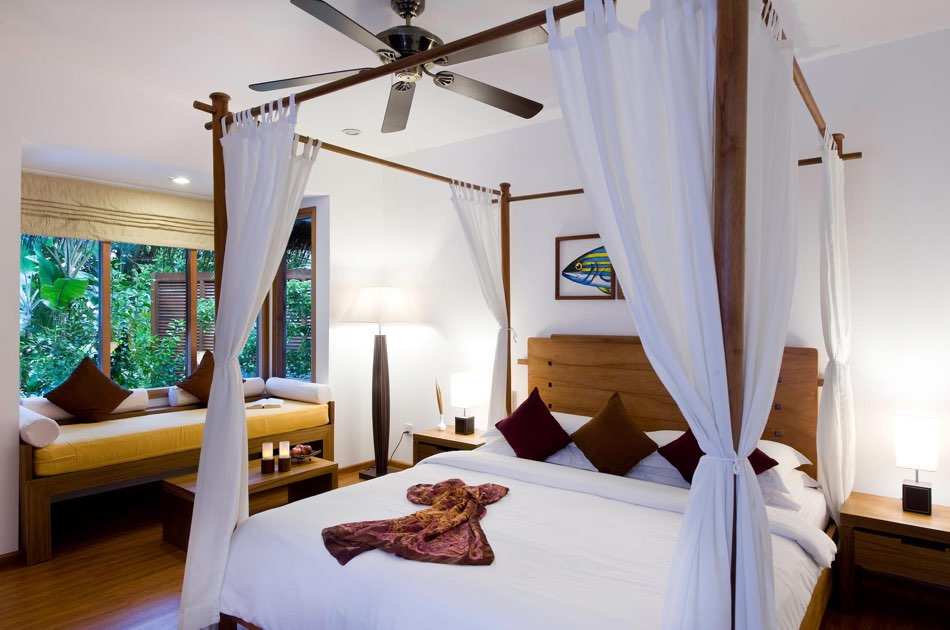 Resort Maldive Kuramathi Island resort beach villa with jacuzzi