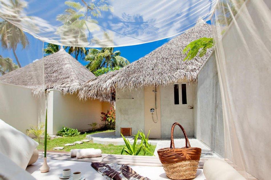Resort Maldive Kuramathi Island resort deluxe beach villa with jacuzzi