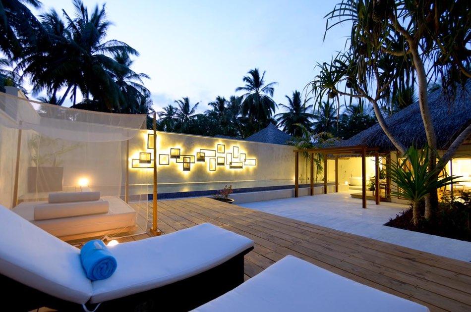 Resort Maldive Kuramathi Island resort honeymoon pool villa