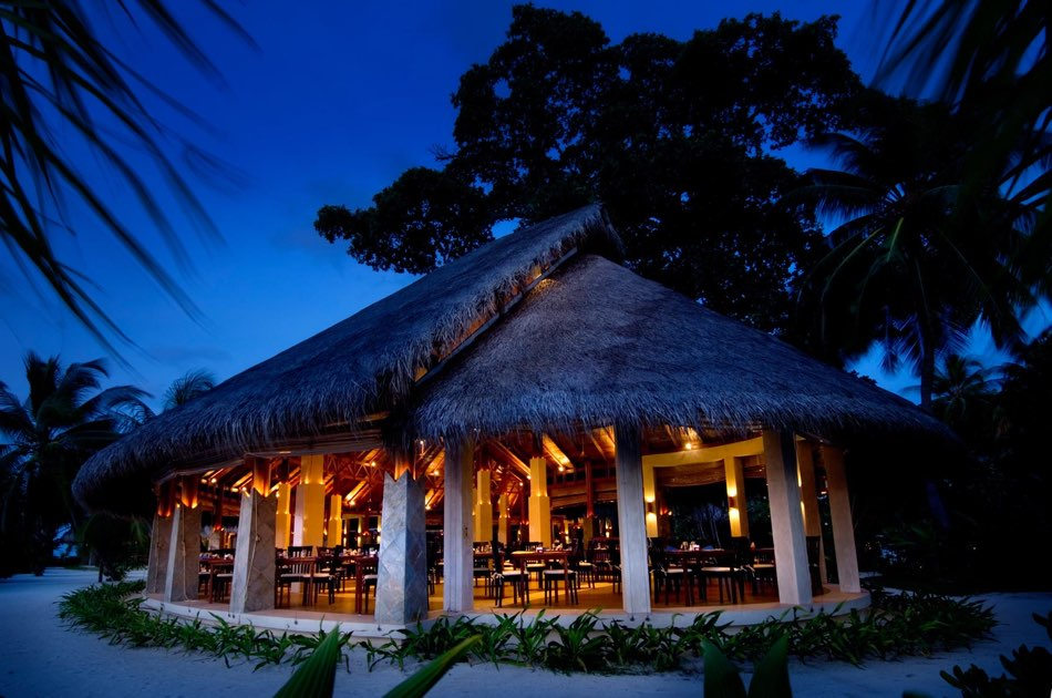 Resort Maldive Kuramathi Island resort ristorante Haruge