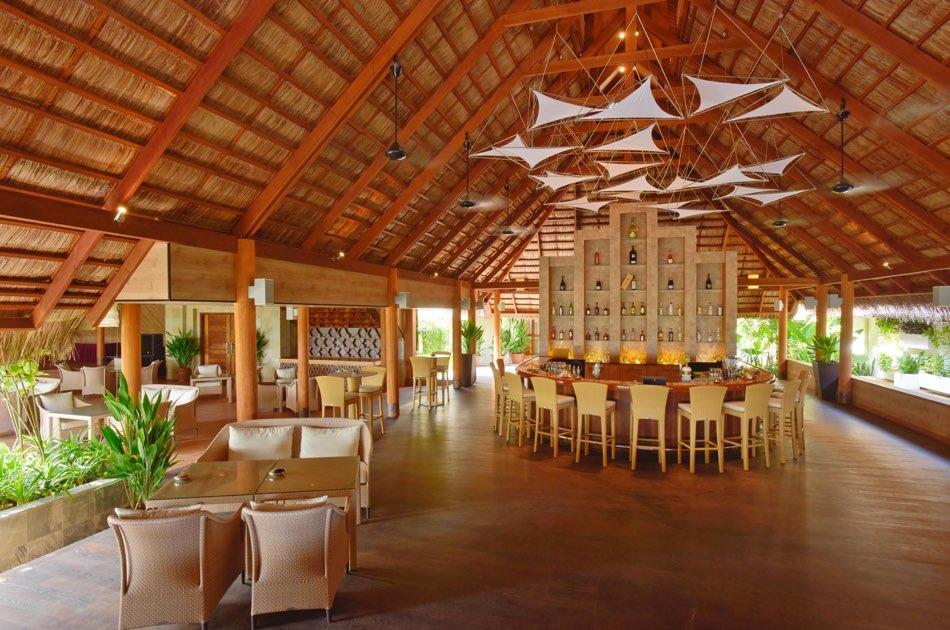 Resort Maldive Kuramathi Island cocktail dhoni bar