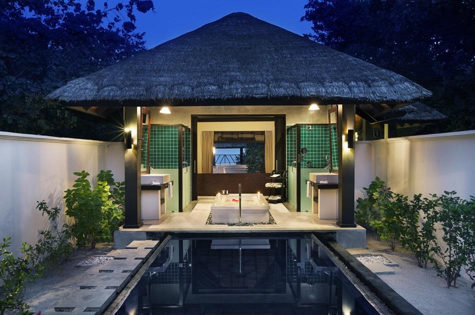 Resort Maldive Ja Manafaru beach bungalow with private pool
