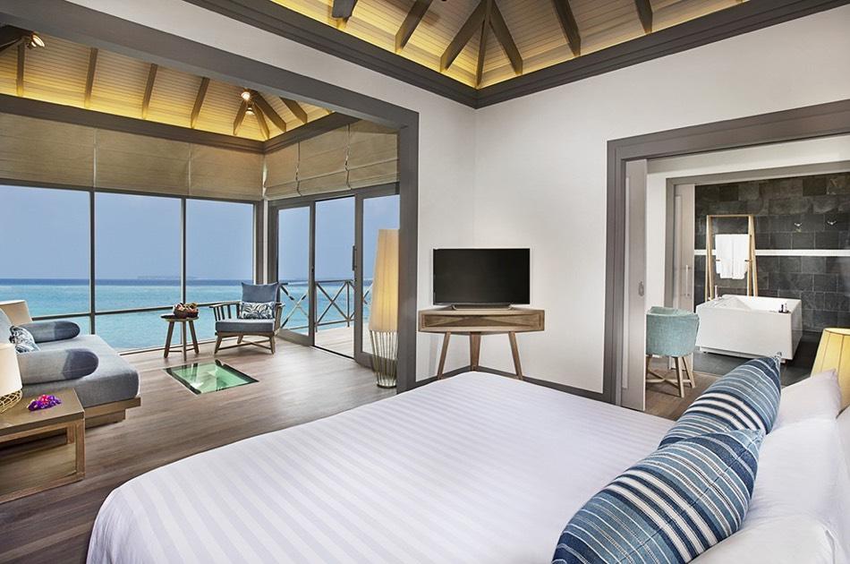 Resort Maldive Ja Manafaru water villa with infinity pool