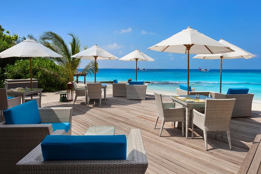 Resort Maldive Ja Manafaru royal island infinity pool bar